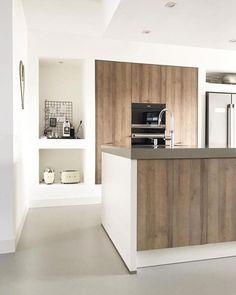44 Inspiring Design Ideas for Modern Kitchen Cabinets - The Trending House Craftsman Kitchen, Modern Kitchen Cabinets, Kitchen Layout, Kitchen Interior, Kitchen Dining, Kitchen Ideas, Kitchen Island, Casa Top, Rustic Kitchen Design