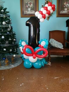 Dr. Seuss number 1 balloon sculpture @nycballoonsquad