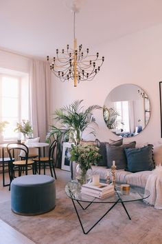 Apartment decor Bohemian - 7 Luxurious and bohemian living rooms to dream about (Daily Dream Decor). Pink Living Room, Interior, Dining Room Small, Living Dining Room, Living Room Scandinavian, Dining Room Combo, Feminine Living Room, Home And Living, Living Room Designs