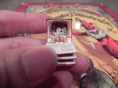 Smallest pop-up book by Angelika Oeckl