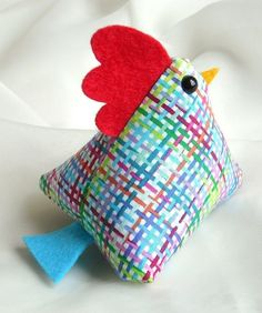 Charming chicken - multicoloured bright plaid cotton by yew tree avenue Felt Crafts, Easter Crafts, Fabric Crafts, Diy And Crafts Sewing, Crafts To Sell, Diy Crafts, Sewing Hacks, Sewing Projects, Craft Projects
