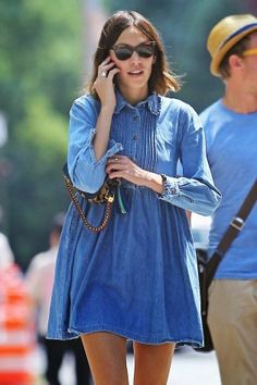 TV personality and fashionista, Alexa Chung is spotted hitting the streets in her New York neighborhood. Most likely wearing a vintage piece, a denim dress fit for a child, the Madewell designer walks the public runway in a casual, candid fashion. Look Street Style, Street Chic, Alexa Chung Style, Estilo Denim, Denim Fashion, Womens Fashion, Estilo Hippie, Mode Jeans, Look Chic