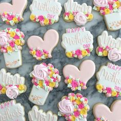 Batch of easy Mother's day cookies made with butter & love for your Mum - Hike n Dip Rose Meringue Cookies, Flower Sugar Cookies, No Bake Sugar Cookies, Sugar Cookie Royal Icing, Mother's Day Cookies, Bear Cookies, Fancy Cookies, Iced Cookies, Cute Cookies