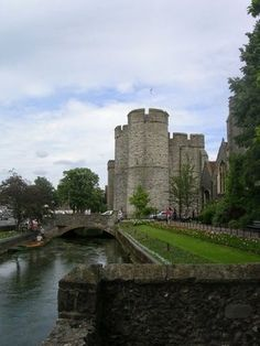 Canterbury Castle, Canterbury, Kent - One of the three original royal castles of Kent, the other two being Rochester and Dover. All three were built soon after the Battle of Hastings in Canterbury Castle, Canterbury Kent, Kent England, England And Scotland, Castle Ruins, Medieval Castle, Motte And Bailey Castle, Rochester Castle, Dover Castle