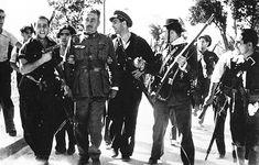2 de 3. Intentó la resistencia en el puente árabe sobre el río Henares con unos 100 jefes y oficiales, 40 clases, 275 cabos y soldados, 150 guardias civiles y de seguridad y dos centenares de civiles. El tiroteo se mantuvo durante varias horas, con un repliegue final hasta el Cuartel de Globos. Ortiz de Zárate fue capturado y ejecutado de inmediato.