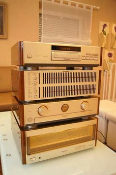 High End Audio Equipment For Sale Radios, Equipment For Sale, Audio Equipment, Technics Hifi, Radio Vintage, Hifi Video, Hi Fi System, Retro, Professional Audio