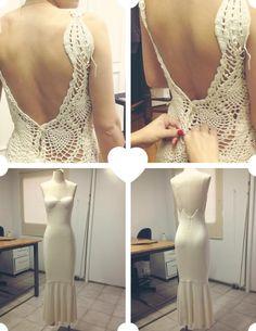 Quem me conhece sabe que no ano passado fiz uma coisa inédita na minha vida: desenhei meu primeiro vestido de noiva! A minha amiga querida, Thais Ragazzo, ia c