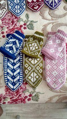 Knit Mittens, Mitten Gloves, Knitting Socks, Fair Isle Knitting, Eminem, Knit Crochet, Models, Gloves, Knit Socks