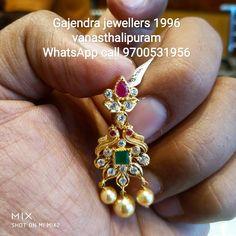 Gold Jhumka Earrings, Jewelry Design Earrings, Gold Earrings Designs, Gold Bangles Design, Gold Jewellery Design, Gold Jewelry Simple, Simple Earrings, Gold Temple Jewellery, Gold Buttalu