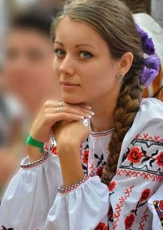How to win a heart of Ukrainian girl? How to choose your sexy Ukraine Looking for your Ukraine girl? Ukraine Women, Ukraine Girls, Most Beautiful Faces, Beautiful People, Eslava, Woman Face, Traditional Dresses, Folklore, Pretty Woman