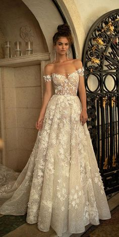 Wonderful Perfect Wedding Dress For The Bride Ideas. Ineffable Perfect Wedding Dress For The Bride Ideas. Celebrity Wedding Dresses, Dream Wedding Dresses, Celebrity Weddings, Bridal Dresses, Wedding Gowns, Dresses Dresses, Couture Dresses, Long Dresses, Celebrity Gowns