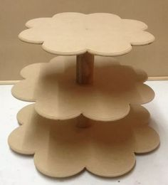 Porta Cupcakes O Caramelera Carrusel Calesita Mdf Laser - $ 595,00 Cardboard Crafts, Paper Crafts, Porta Cupcake, Coffee Mug Display, Cake And Cupcake Stand, Diy Gift Box, Diy Home Crafts, Birthday Decorations, Baby Shower