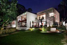 casa chinkara by solis colomer in guatemala