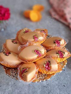 Eid Cookies Recipe, Cookie Recipes, Indian Dessert Recipes, Indian Sweets, Milk Cake Indian, Dessert Presentation, Algerian Recipes, Snap Food, Dessert Bread