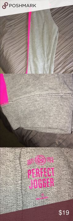 Hot pink side striped joggers 🏃 These hot pink siding joggers are full of energy and style.    These joggers have been only worn approximately 6 times.  They are the most comfortable joggers with fleece inside.   Everyday wear no matter where you live.                               Offers are available, reasonable ones will be accepted.       Bundles are also available and will have reasonable prices.      Only delivers in the U.S.🇱🇷 Trades are available for all of my items. so Pants…