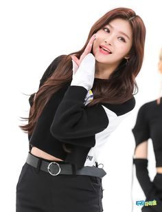 Photo album containing 17 pictures of Yiren Pop Group, Girl Group, Weekly Idol, Yuehua Entertainment, Kpop Girls, Korean Girl, Turtle Neck, Singer, Women