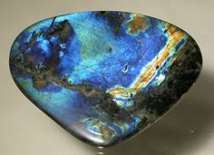 Labradorite is a power stone, allowing you to see through illusions and determine the actual form of your dreams and goals. It is excellent for strengthening intuitions.