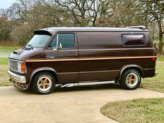 Van Conversion Budget, Dodge Ram Van, Cool Old Cars, Old School Vans, Cool Vans, Datsun 240z, Vintage Vans, Custom Vans, New Trucks