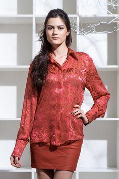 Camisa em Devorê de Seda Padrão Floral Vermelho Mine