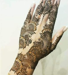 Henna is a beautiful and temporary way to decorate the body. There are so many stunning Henna tattoo designs that you can wear, from traditional patterns Round Mehndi Design, Basic Mehndi Designs, Latest Bridal Mehndi Designs, Floral Henna Designs, Henna Art Designs, Mehndi Designs 2018, Mehndi Designs For Girls, Mehndi Designs For Beginners, Dulhan Mehndi Designs