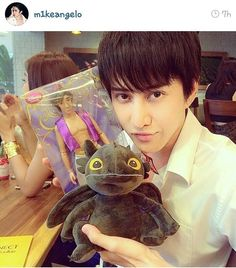 Mike endorsed his friend store.cute toothless. @M1KEANGELO  CR : M1KEANGELO IG #m1keangelo #piratnitipaisalkul #mike