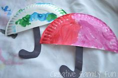 Preschoolers and toddlers will have so much fun making this simple paper plate umbrella craft that is perfect for a rainy day! Spring Crafts For Kids, Projects For Kids, Art For Kids, Toddler Crafts, Preschool Crafts, Kid Crafts, Spring Activities, Activities For Kids, Classroom Activities