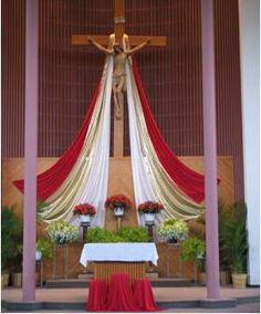 Church Flower Arrangements, Church Flowers, Floral Arrangements, Church Altar Decorations, Church Christmas Decorations, Feast Of Tabernacles, Crosses Decor, Cross Crafts, Church Banners
