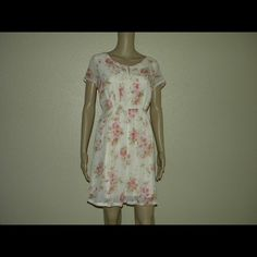 """Rose Garden Dress Size: medium  Brand: Forever 21 Material:  100% polyester, lining: 94% polyester 6% spandex Other: zipper back, button neck -NO TRADES -NO HOLDS -Comes from smoke free, dog friendly home -No Model Available  -Mannequin has 32"""" bust, 24"""" waist, 34"""" hips, and is 59"""" long from shoulder to toes -I live in a small town, packages often don't scan in locally and are scanned in at other offices. I've noticed packages take a longer time to get delivered because of this. Forever 21…"""