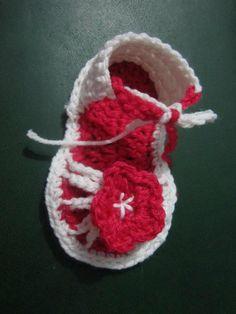 crocheted baby sandel