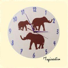 horloge sur vinyl 33 tours éléphants en beige et violet