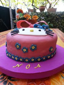 CAKES Y PATCHWORK : TARTA HELLO KITTY