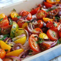Middelhavs snack: bakt fetaost med tomater...