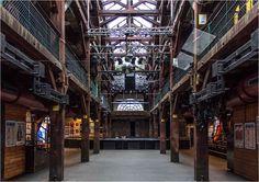 In Hamburg - Ottensen im Bezirk Altona steht dieses Gebäude. Es ist das erste und wohl bekannteste Kulturzentrum dieser Art in Deutschland. Am 25.06 1971 gegründet in einer stillgelegten Maschinenfabrik. ( Aufgenommen im Februar 2016 ) https://de.wikipedia.org/wiki/Fabrik_(Hamburg) [fc-foto:33783402]