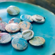 DIY Ideas for using Maps Des badges au motif de cartes routières (could also try it with map-covered covered buttons! Button Badge, Button Art, Badge Maker, Travel Store, Crafts For Kids, Diy Crafts, Map Globe, Crate Paper, Its A Wonderful Life