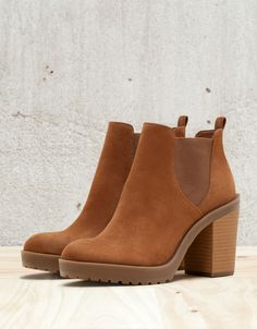 a0f46f6154c Elastic heeled ankle boot. Bottines Marron FemmeBottes Femme TalonChaussure  ...