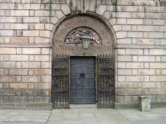 KILMAINHAM GAOL   Flickr - Photo Sharing! Kilmainham Gaol, Tower Block, House Of Commons, Main Door, Slums, Double Doors, Dublin, Prison, Entrance