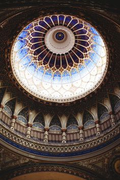Szeged Synagogue, Hungary (by Keegan Adriance via… Architecture Unique, Islamic Architecture, Budapest, Rowena Ravenclaw Diadem, Art Hipster, Beautiful World, Beautiful Places, Amazing Places, Cathedral Church