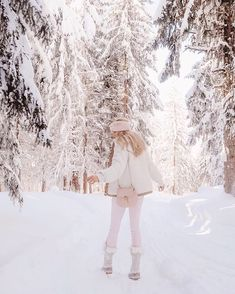 I walked through a wardrobe and found myself here 💕 I've never seen anywhere more magical in my life! I honestly don't think I've ever… Winter Princess, Pink Princess, Princess Diana, Princess Aesthetic, Pink Aesthetic, Pink Christmas, Winter Christmas, Fall Winter Outfits, Autumn Winter Fashion