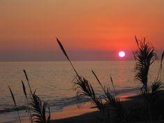 Sunset by the sea in Torre del Mar, Spain Sun Moon, Deep Sea, Sunrises, Night Skies, Followers, Spanish, Sky, Places, Nature