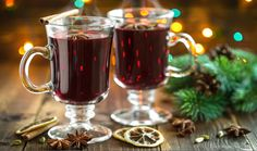 German holiday traditional recipe, Glühwein or spiced wine recipe to make at home. Ponche Navideno, Spiced Wine, Alcoholic Drinks, Beverages, Cooking Humor, Mulled Wine, Diffuser Recipes, Holiday Sales, Winter Theme