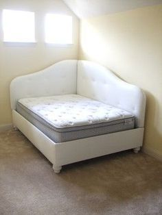 """this would be great for our newly finished """"guest room"""" My next project. I have a full sized futon I can build around for my daughters room and a queen guest bed/laundry sorting station I can revive into a lounging space. Chaise Longue Diy, Futon Diy, Queen Daybed, Bed In Corner, Corner Chair, Upholstered Daybed, Padded Headboards, Guest Bed, Guest Rooms"""