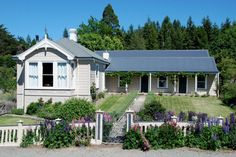 The Old Doctors Residence, Naseby. Luxury bed and breakfast accommodation. A nice side trip while on the Rail Trail. http://www.centralotagonz.com/ranfurly-area