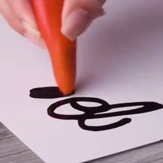 Have some fun with food calligraphy! drawing food Have some fun with food calligraphy! 5 Min Crafts, Diy Crafts Hacks, Diy Home Crafts, Diy Arts And Crafts, Creative Crafts, Fun Crafts, Crafts For Kids, Paper Crafts, 5 Minute Crafts Videos