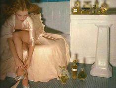 Log in Vogue Paris December 1978 Photography: Guy Bourdin<br> Guy Bourdin, Paris December, Ellie Saab, Foto Art, Vintage Glamour, Vintage Dior, Vintage Beauty, Aesthetic Vintage, Angel Aesthetic