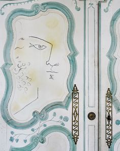 on the tip of Cap Ferrat, between Nice and Monaco, sits villa Santo Sospir – almost unchanged since it was built shortly after WWII. Palette Pastel, Hotel Paris, Miss Moss, Jean Cocteau, Ferrat, Historical Monuments, Wall Tattoo, Kinfolk, South Of France