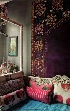 American textile designer Elizabeth Hewitt's colourful house in Istanbul. Russian décor magazine Seasons of Life, Spring 2012. (Image is back to front though!)