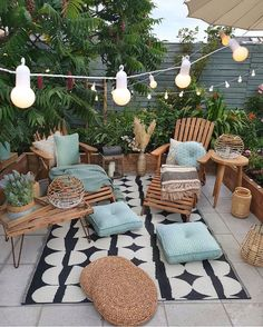 Cozy nature-filled outdoor patio area with string lights - Modern Design Patio Design, Balcony Design, Home Design, Design Design, Backyard Patio, Cozy Patio, Room Colors, Home Decor Accessories, Cheap Home Decor