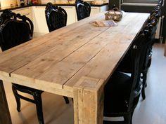Tafel van steigerhout met blok poten door het blad heen (22121530)