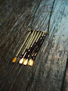 Farklı Bir Boncuklu Saçak Kolye Yapalım - http://m-visible.com/farkli-bir-boncuklu-sacak-kolye-yapalim.html