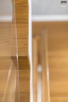 Schody dywanowe, balustrada szklana. Realizacja w Rybniku – Sob-Drew Schody drewniane Interior Stair Railing, Home Stairs Design, House Stairs, Kuta, Room Decor, Glass Handrail, Columns Inside, Staircases, Trapillo